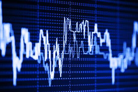 stock  exchange: Din�mica del �ndice burs�til en el monitor Foto de archivo