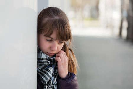 teenager thinking: Adolescente en la depresi�n Foto de archivo