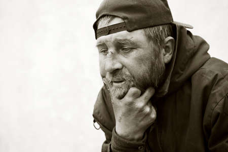 Hombre sin hogar en la depresión Foto de archivo