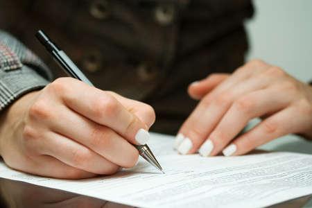 firmando: Firma del contrato