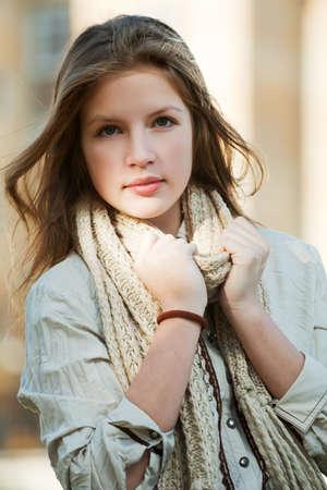 Young girl on a city street Reklamní fotografie