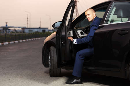 Young businessman sitting in the car Imagens