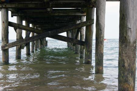 fale: The wooden platform over water, photo from pit of platform Drewniany pomost nad woda, fotografia od dołu pomostu