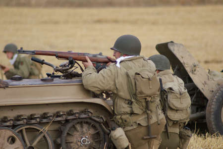 allies: Front in Africa, attacking soldiers Allies