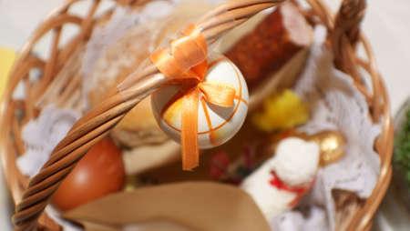 food basket: Easter. Basket. Food. Eggs. Christmas decoration.