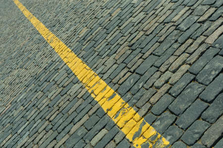 pavement pavement on the red square with a yellow dividing strip Imagens