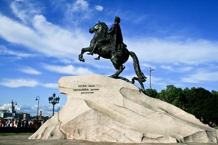 ピョートル大帝 (最初の)、ロシアのサンクトペテルブルクで馬のブロンズ像。