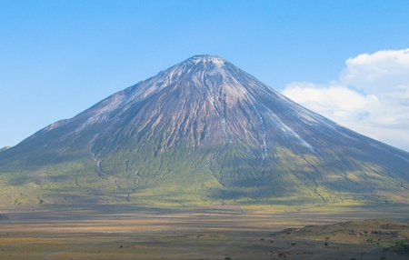 ol: Ol Doinyo Lengai volcano in Tanzania