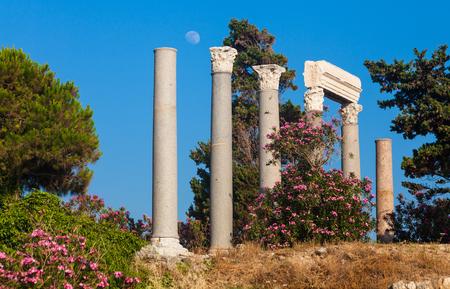 columnas romanas: Columnas romanas antiguas en Byblos, L�bano Foto de archivo