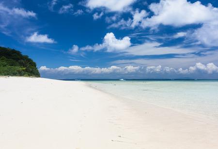 sipadan: Beautiful Tropical white Sand Beach and crystal clear water. Sipadan Island, Borneo, Malaysia.