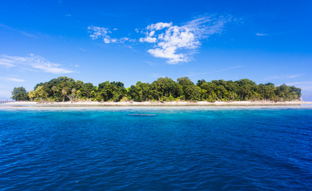 sipadan: Blue ocean water and Idyllic tropical island of Sipadan in Sabah, Malaysia.