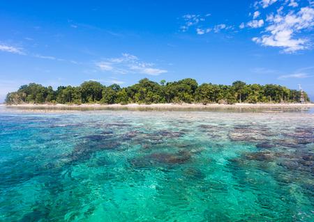 sipadan: Turquoise ocean water and Idyllic tropical island of Sipadan in Sabah, Malaysia.