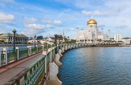 omar: Sultan Omar Ali Saifuddin Mosque  in Bandar Seri Begawan - Brunei