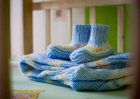 bootees: woolen knitted bootees for a newborn baby Stock Photo
