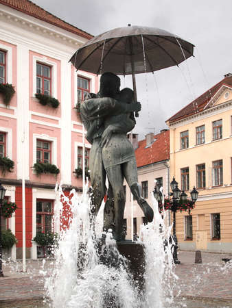 Tartu (Estonia): kissing students fountain