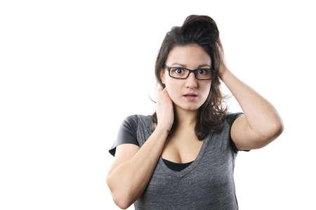 busty: mujer asustada joven con gafas