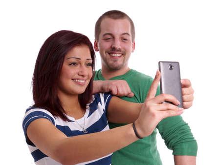 coppia felice prendendo un autoritratto con la fotocamera del cellulare photo