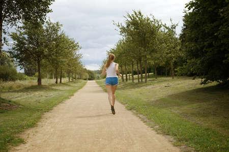 female jogger: corredora visto desde atr�s