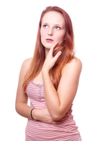femme regarde en haut: pensive jeune femme regardant Banque d'images
