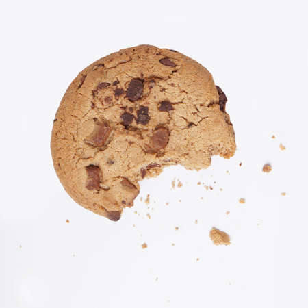 bitten into chocolate chip cookie with crumbs on white Stockfoto
