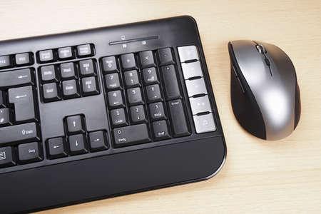 teclado numerico: teclado de la computadora multimedia con alemán botón layoutand 5 ratón Foto de archivo