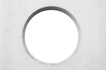 흰색에 고립 된 원형 구멍 콘크리트 벽
