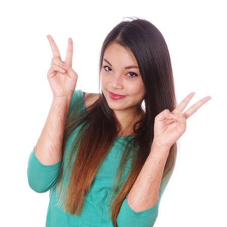 persona feliz: joven mujer asiática con cicatrices de autolesión deliberada que hace signo de la victoria mano Foto de archivo