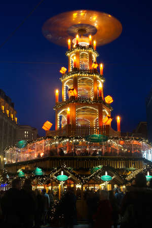 weihnachtsmarkt: Hannover, Germany - December 3, 2015: Giant christmas pyramid at the christmas market.
