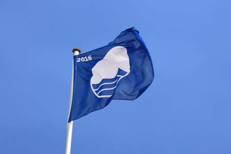 educacion ambiental: Rostock, Germany - May 30th, 2016: Warnemunde beach was awarded the Blue Flag certification by the Foundation for Environmental Education, FEE, for meeting its environmental and water quality standards. Editorial