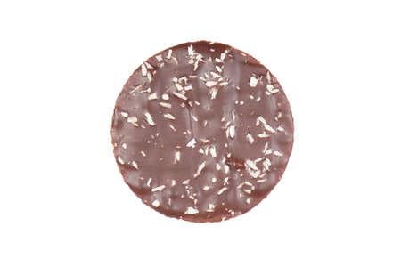 galleta de chocolate: galletas con glaseado de chocolate y coco copos aislados sobre fondo blanco Foto de archivo
