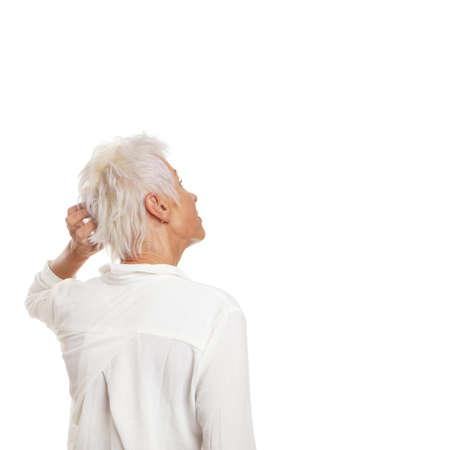困惑した年上の女性と見上げると彼女の頭を悩ま領域をコピーするのには