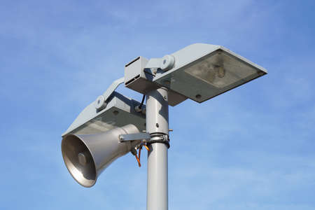 street light lamp post with loud speaker - streetlight lamppost with loudspeaker Imagens - 131816905