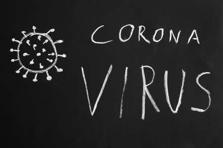 Texto dibujado a mano del virus corona e ilustración simple con tiza en la pizarra