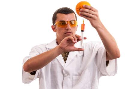 modificaci�n: Cient�fico inyecci�n OMG en naranja, la modificaci�n gen�tica de las frutas frescas