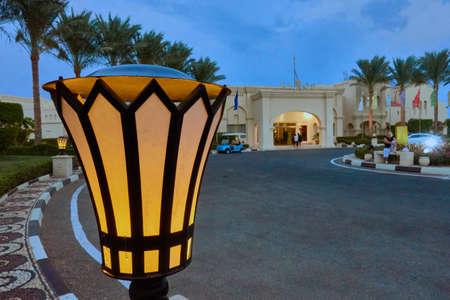 sharm el sheik: SHARM EL SHEIK, EGYPT - AUGUST 27, 2015: Lamps provide nice scenic light infront of hotel Editorial