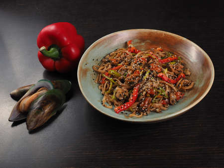 Wok noodles with meat and vegetables