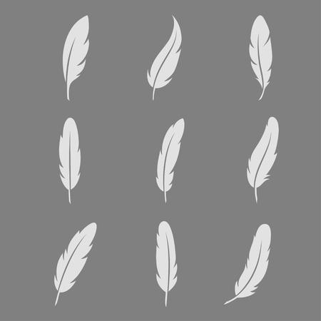 white feather: Blanco icono de la pluma en el set fondo oscuro. tinta la pluma de la vendimia en estilo plano. Símbolos pluma aislados del fondo.