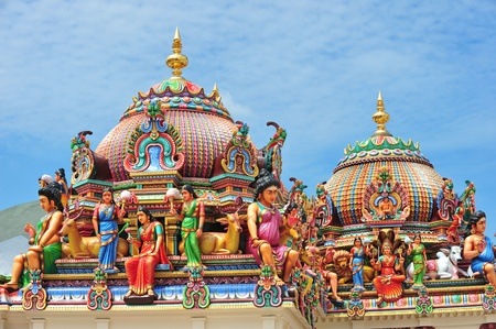 tempels: Hindoe tempel met beelden van goden