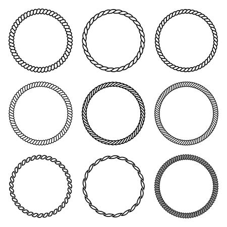 Vector Reihe von runden Seil Rahmen. Sammlung von dicken und dünnen Kreisen auf dem weißen Hintergrund isoliert, bestehend aus geflochtenen Schnur und String. Für Dekoration und Design im Marine-Stil.