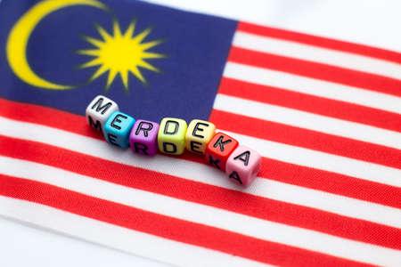 """Maleisische vlag met dobbelsteentest schreef """"hari merdeka"""""""