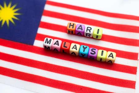 "Vlag van Maleisië en dobbelstenen woord schreef ""Hari Maleisië"""