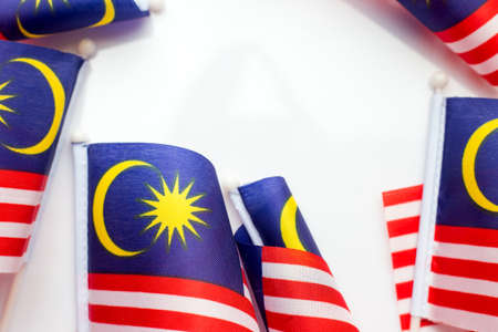 Maleisische vlag op witte achtergrond