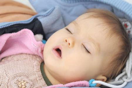 아기 오픈 입 낮에 잠을 자고