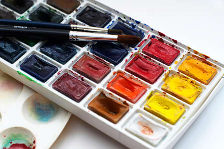 beginner: Art watercolor beginner set wit brushes, paint  and palette