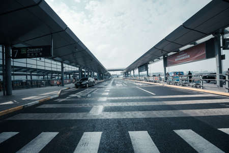 communication tools: Carriageways of the Shanghai Pudong International Airport