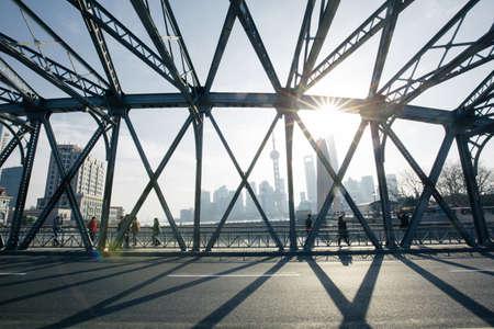 publicidad exterior: Shanghai, puente Waibaidu Editorial