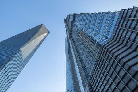 publicidad exterior: Edificios altos  Foto de archivo