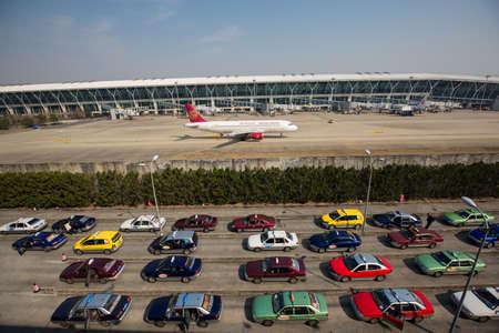 publicidad exterior: Aeropuerto, l�nea a�rea y el coche