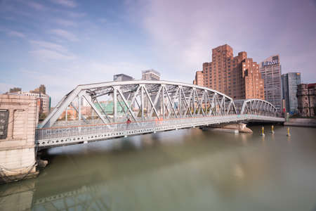publicidad exterior: Shanghai puente del jard�n, puente Waibaidu