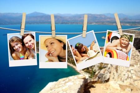 vakantie mensen opknoping op waslijn met Griekse achtergrond Stockfoto